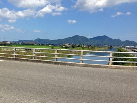05用水路を渡る橋2.jpg