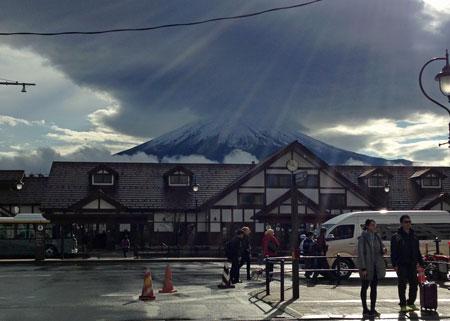 雲間から富士山.jpg